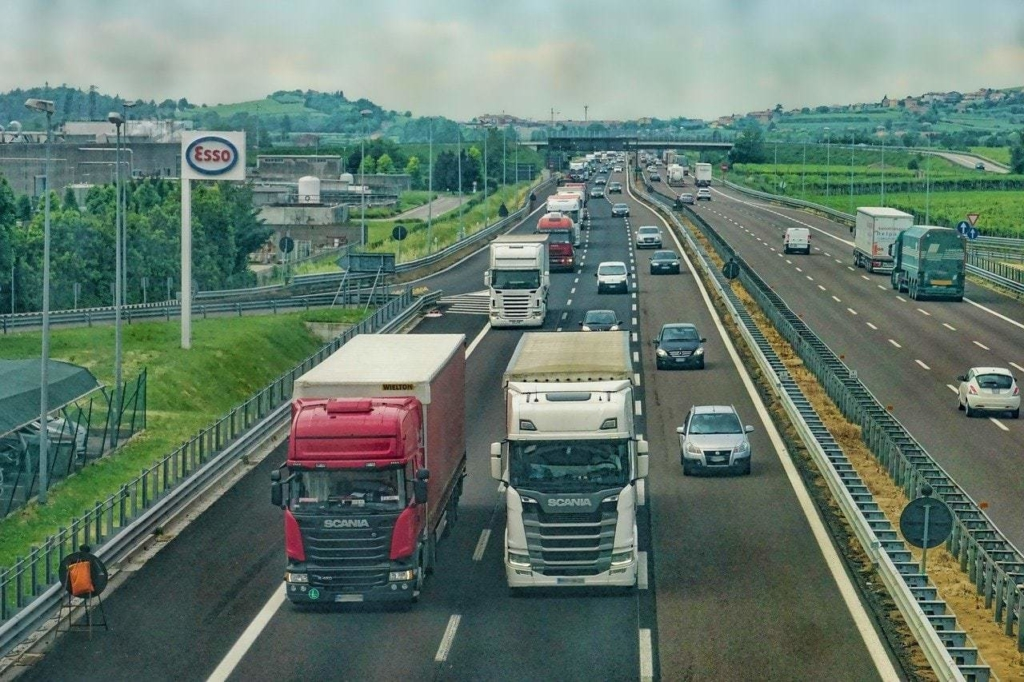 highway, road, truck-3392100.jpg
